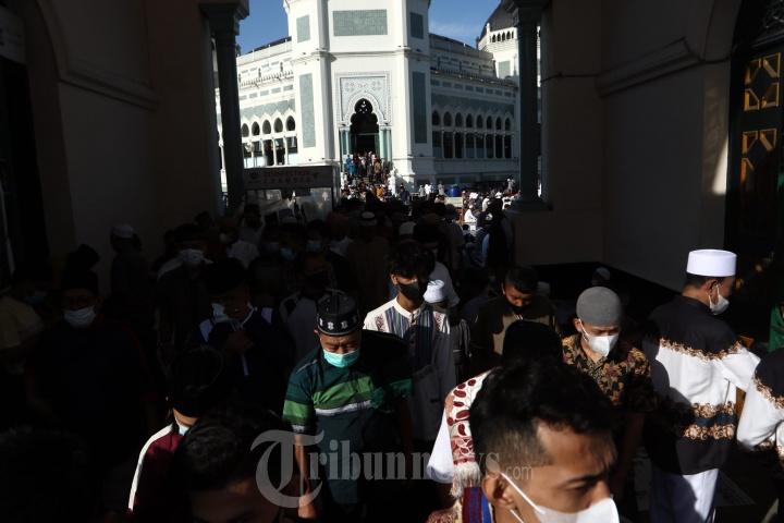 Shalat Idul Fitri 1442 H di Masjid Raya Al Mashun Medan