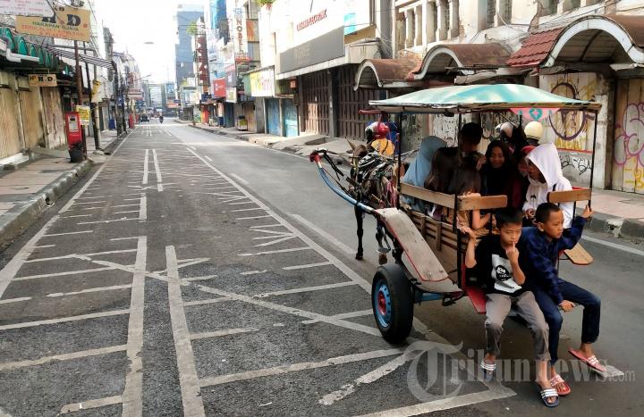 Suasana Lengang di Kawasan Pasar Baru Bandung saat Lebaran 2021