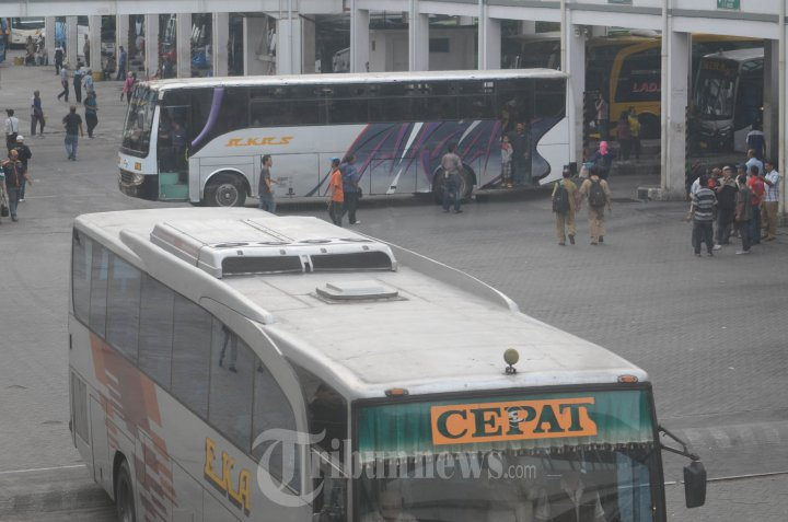 Suasana Terminal Bus Purabaya Sidoarjo Pasca Kenaikan BBM