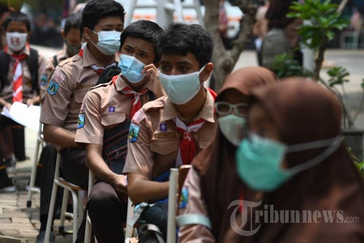 Swab Test Pelajar SMP di Surabaya Hari Kedua