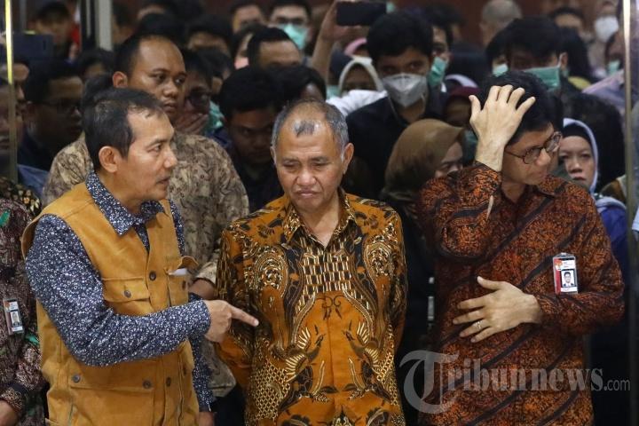 Tiga Pimpinan KPK Serahkan Pengelolaan KPK ke Presiden