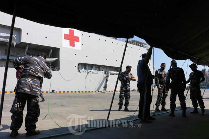 TNI AL Gunakan KRI dr Soeharso - 990 Bantu Persediaan Oksigen Di RS Semarang
