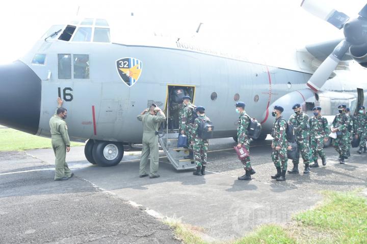 TNI Kirim Nakes dan Alat Kesehatan ke Kalimantan - Sulawesi