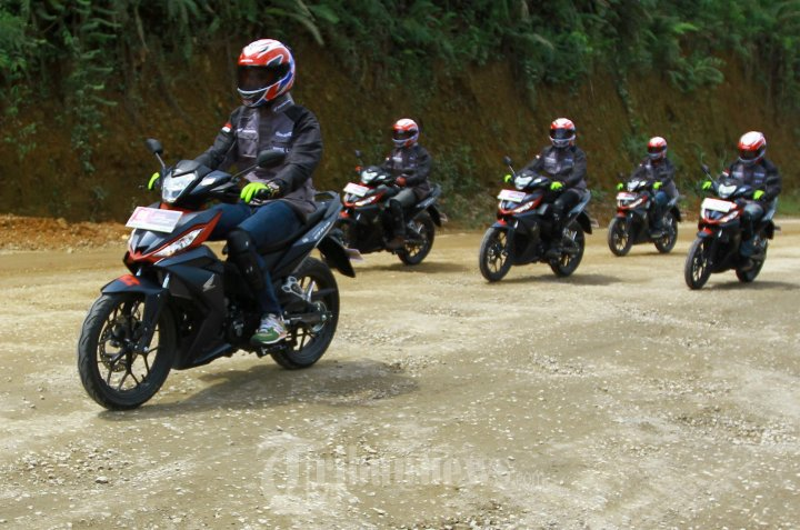 Touring 10 Rider Kendarai Supra GTR 150 R