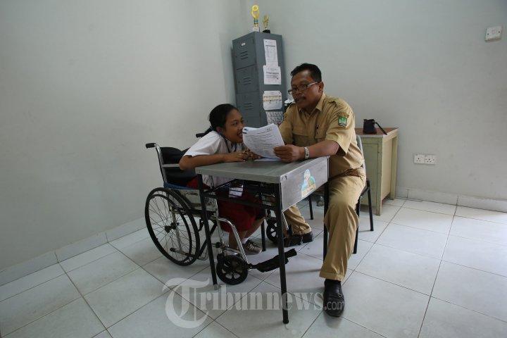 Ujian Nasional Sd Tuna Netra Slb Batam Foto 3 1652781 Tribunnews Com