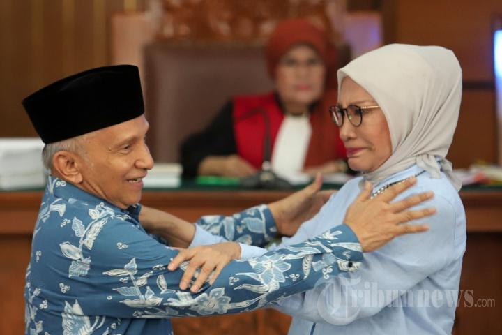 Usai Bersaksi, Amien Rais Berpelukan dengan Ratna Sarumpaet