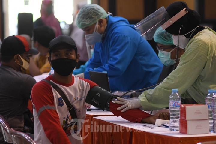 Vaksinasi Massal 3590 Satgas Gabungan Pemkot Surabaya