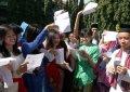 Siswa SMAN 47 Rayakan Kelulusan dengan Memakai Pakaian Tradision
