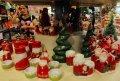 Jelang Natal Pernak-pernik Laris Manis
