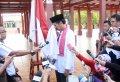 20140314_214237_jokowi-capres-cium-bendera-merah-putih.jpg