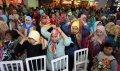 500-jilbab-dipasang-dalam-5-menit-di-mari-makassar_20151127_111433.jpg