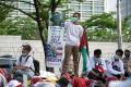 aksi-bela-palestina-di-depan-kedubes-amerika-serikat_20210518_200519.jpg