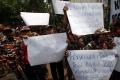 aksi-protes-insiden-bendera-terbalik-di-kedubes-malaysia_20170821_203424.jpg