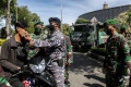 Aksi TNI Menjahit dan Membagikan Masker Kain di Banda Aceh