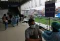 Antrian Warga Untuk Vaksin Covid-19 di Stasiun Blok A