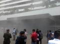 asap-pekat-mengepul-dari-dalam-gedung-dpr_20200224_225915.jpg