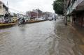 banjir-rendam-jalan-jatinegara-barat_20210208_204658.jpg