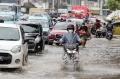 banjir-rendam-jalan-jatinegara-barat_20210208_204913.jpg