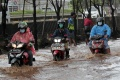 Banjir Rendam Jalan TB Simatupang