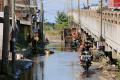 banjir-rob-mulai-genangi-pemukiman-di-tambaklorok-semarang_20210424_005900.jpg