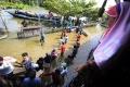bantuan-logistik-untuk-pengungsi-korban-banjir-kalsel_20210127_122135.jpg