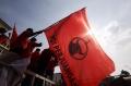 bendera-dibakar-kader-pdi-perjuangan-gelar-aksi-demonstrasi_20200625_194251.jpg