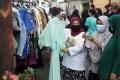 Berbagi Pakaian Bekas Layak Pakai Jelang Lebaran di Masa Pandemi Covid-19