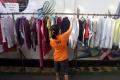 Berbagi Pakaian Bekas Layak Pakai