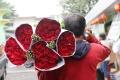 berburu-mawar-jelang-hari-kasih-sayang_20180213_162031.jpg