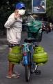 berjualan-gas-elpiji-3-kg-dengan-sepeda_20200601_003250.jpg