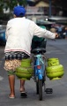 berjualan-gas-elpiji-3-kg-dengan-sepeda_20200601_003445.jpg
