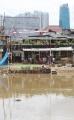 bermain-burung-dara-di-pinggiran-bantaran-banjir-kanal_20210301_114249.jpg