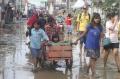 bersih-bersih-usai-banjir-bandang_20200102_204457.jpg