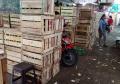 Bongkar Muat Buah Melon di Pasar Buah Induk Kramatjati