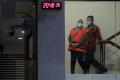 bupati-kolaka-timur-andi-merya-nur-resmi-ditahan-kpk_20210922_222941.jpg