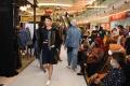 Busana Travel Karya Aura Afilia Padukan Tenun dan Denim