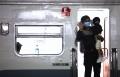 calon-penumpang-di-stasiun-kiaracondong-bandung_20210506_213009.jpg