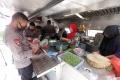dapur-umum-tni-polri-untuk-bantu-warga-terdampak-covid-19_20200416_124409.jpg