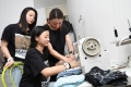 desainer-melia-wijaya-ajak-dua-putrinya-membuat-masker-batik_20200408_234341.jpg