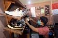 geliat-bisnis-cuci-sepatu-saat-psbb-transisi_20201109_223405.jpg