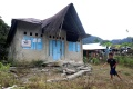 gempa-mamuju-rumah-dinas-dan-kantor-desa-kopeang-rusak-parah_20210126_211906.jpg