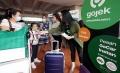 gojek-bagikan-masker-gratis-di-bandara-soekarno-hatta_20200222_000209.jpg