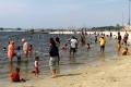 hari-pertama-idul-fitri-1442-h-pantai-ancol-ramai-pengunjung_20210514_233612.jpg