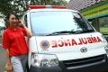 ika-dewi-maharani-sopir-ambulans-perempuan-untuk-pasien-covid-19_20200420_210226.jpg