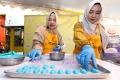 ina-cookies-produksi-kue-kering-hingga-7000-stoples-per-hari_20190424_212751.jpg