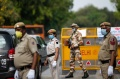 india-berlakukan-lockdown-selama-21-hari_20200326_222306.jpg