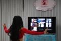 Instruktur Tari Gunakan Live Video App Untuk Melatih Muridnya