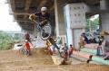 jaktim-bangun-lintasan-sepeda-pump-track-di-kolong-tol-becakayu_20201023_200112.jpg