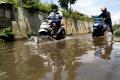 jalan-bbs-kabupaten-bandung-terendam-banjir-cileuncang_20210326_195515.jpg