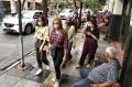 jalan-braga-kota-bandung-dipadati-wisatawan-luar-kota_20201031_010106.jpg